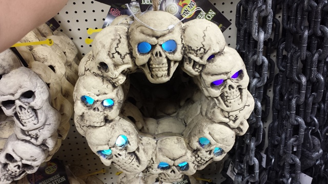 Skull wreath with color changing eyes