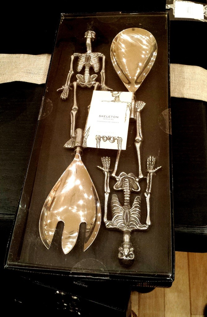 Skeleton salad tongs