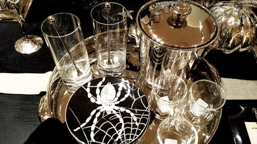 Spider plates and skull stirring sticks