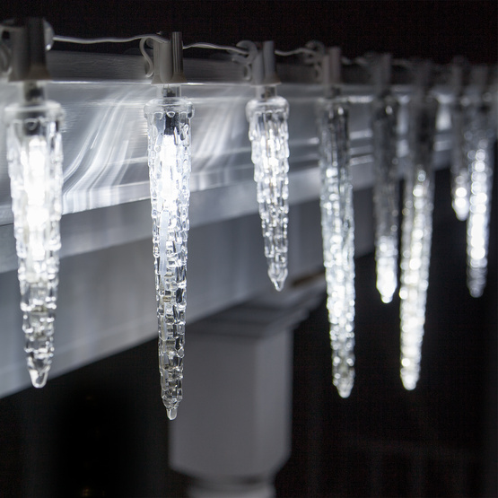 Falling-Icicle-Lights_7019-1114
